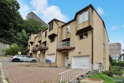 Edgewater NJ Condo/Townhouse For Sale: $569,000