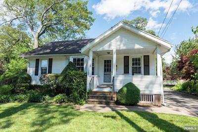 Midland Park Single Family Home For Sale: 34 Woodside Avenue