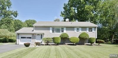 Montvale Single Family Home For Sale: 1 Moulton Drive