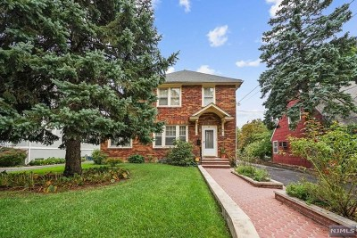 Teaneck Single Family Home For Sale: 54 Amsterdam Avenue
