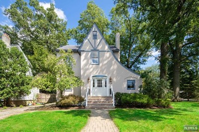 Hillsdale Single Family Home For Sale: 40 Cherry Place