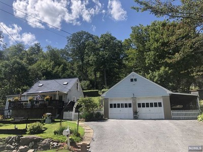 West Milford Single Family Home For Sale: 120 Bearfort Road