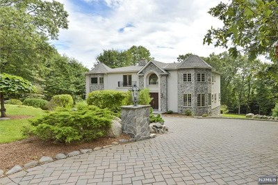 Upper Saddle River Single Family Home For Sale: 68 Hillcrest Drive