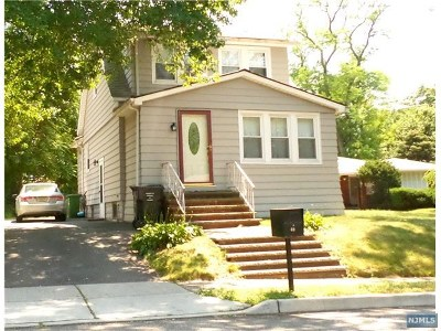 Paramus Single Family Home For Sale: 40 Mackay Avenue
