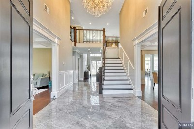 Upper Saddle River Single Family Home For Sale: 72 Skyline Drive