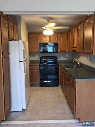 Morris County Condo/Townhouse For Sale: 680 State Route 15 #1