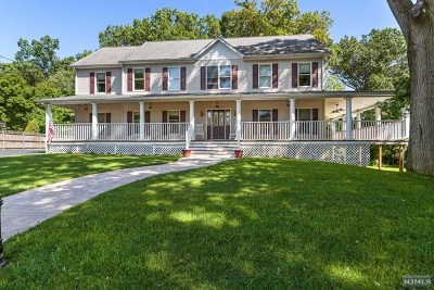 Pompton Lakes Single Family Home For Sale: 1 Hill Court