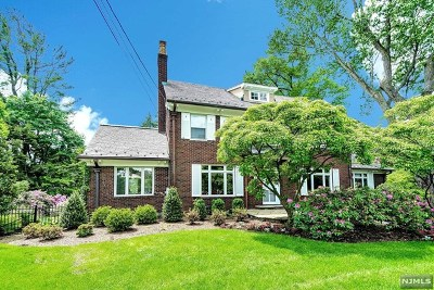 Ridgewood Single Family Home For Sale: 34 Maynard Court