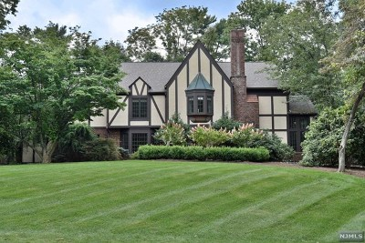 Upper Saddle River Single Family Home For Sale: 44 Knollwood Road