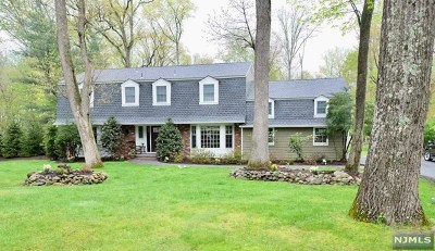 Upper Saddle River Single Family Home For Sale: 11 Roxbury Downs