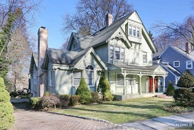 Englewood Single Family Home For Sale: 136 Winthrop Place