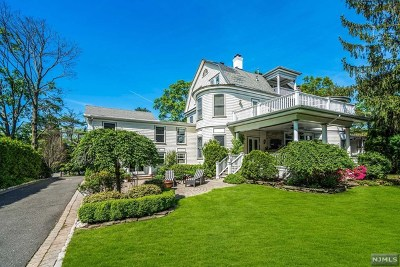 Ridgewood Single Family Home For Sale: 528 Grove Street