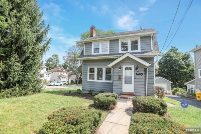 Teaneck Single Family Home For Sale: 1495 Gaylord Terrace