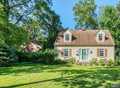Midland Park Single Family Home For Sale: 32 Oakhill Road