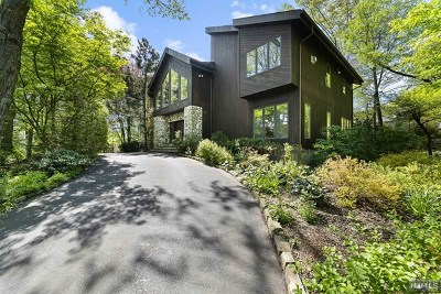 Woodcliff Lake Single Family Home For Sale: 3 Hunter Ridge