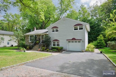 Ridgewood Single Family Home For Sale: 525 Banta Street