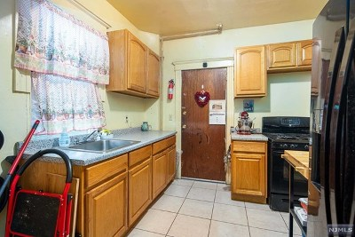 Englewood Single Family Home For Sale: 257 Epps Avenue