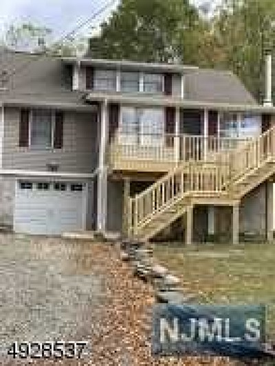 West Milford Single Family Home For Sale: 34 Overlook Road