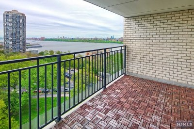 North Bergen Condo/Townhouse For Sale: 7855 Boulevard East #11-Aa