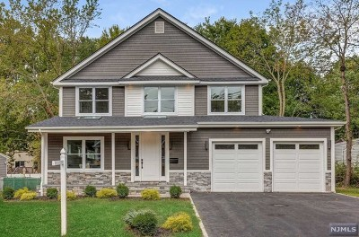 Essex County Single Family Home For Sale: 51 Woodcrest Drive