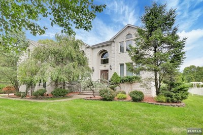 Paramus Single Family Home For Sale: 320 Cardinal Place
