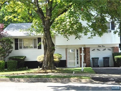 Bergenfield Single Family Home For Sale: 53 Moos Lane