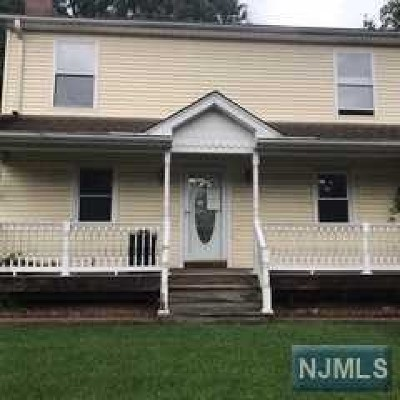 Dumont Single Family Home For Sale: 25 East Church Court