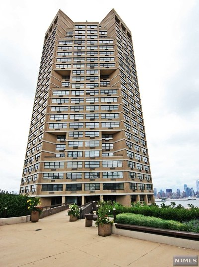 Hudson County Condo/Townhouse For Sale: 7002 Boulevard East #7t