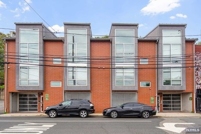 North Bergen Condo/Townhouse For Sale: 8917 Old River Road #6