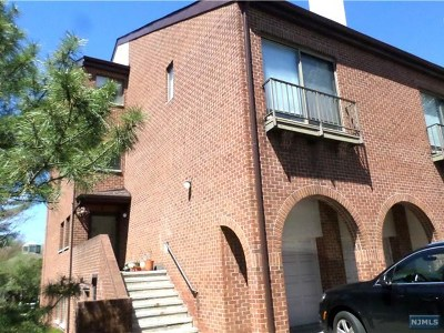 Teaneck Condo/Townhouse For Sale: 12 Lawrence Court