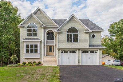 Morris County Single Family Home For Sale: 24 Bellows Lane