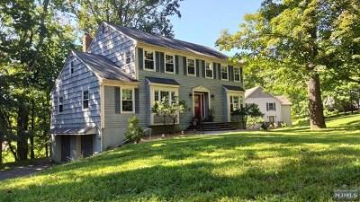 Morris Plains Boroug Single Family Home For Sale: 238 Mountain Way