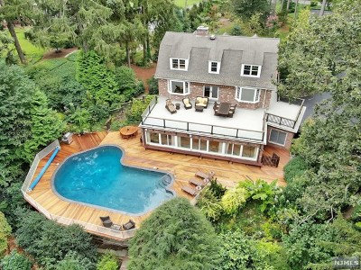 Mahwah Single Family Home For Sale: 121 Deerhaven Road