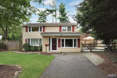 Waldwick Single Family Home For Sale: 12 Macgregor Court