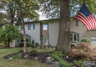 Montvale Single Family Home For Sale: 3 Crest Drive