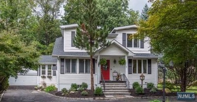 Midland Park Single Family Home For Sale: 10 Linden Place