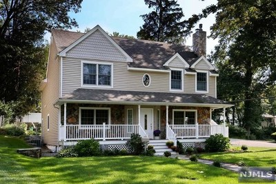 Oakland Single Family Home For Sale: 84 Lakeshore Drive