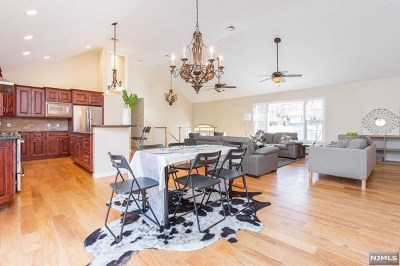 Bergen County Single Family Home For Sale: 7 Valley View Drive