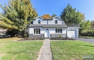 Bergenfield Single Family Home For Sale: 9 Clinton Park Drive