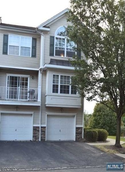 Pompton Lakes Condo/Townhouse For Sale: 52 Lakeview Court