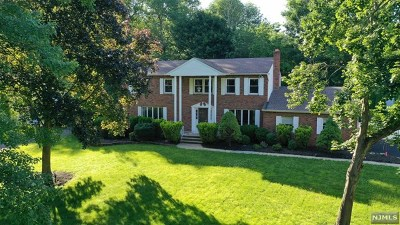 Bergen County Single Family Home For Sale: 649 Midvale Court