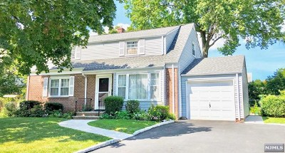 Fair Lawn Single Family Home For Sale: 30-07 Grunstra Place