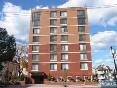 Hackensack Condo/Townhouse For Sale: 275 State Street #5 D
