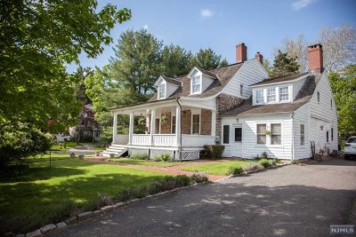 Closter Single Family Home For Sale: 8 Auryansen Court