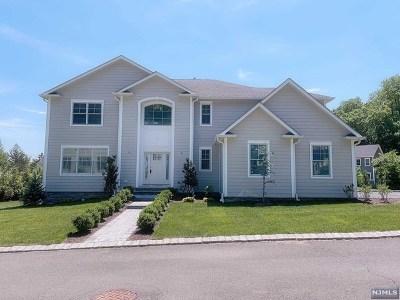 Bergen County Single Family Home For Sale: 8 Flintlock Road