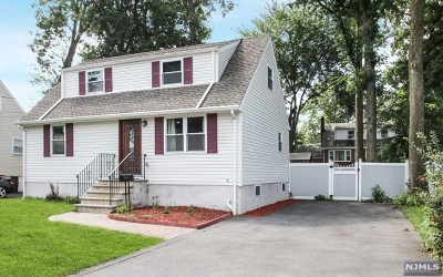 Bergenfield Single Family Home For Sale: 42 Berwyn Place