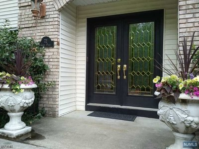 Wayne Single Family Home For Sale: 72 Carol Place