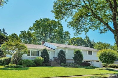 Passaic County Single Family Home For Sale: 8 Tuxedo Drive