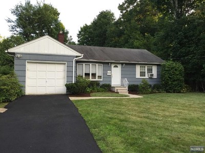 Bergen County Single Family Home For Sale: 40 Cottage Place