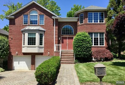 Bergen County Single Family Home For Sale: 22 Sara Hill Lane